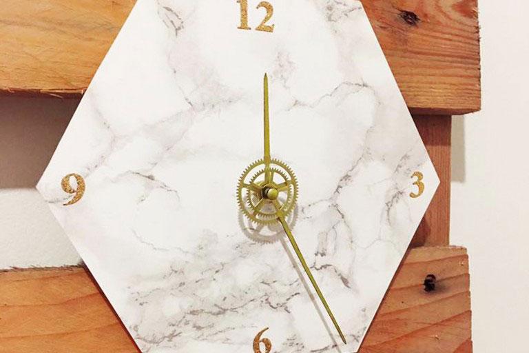 DIY horloge effet marbre par Interior's