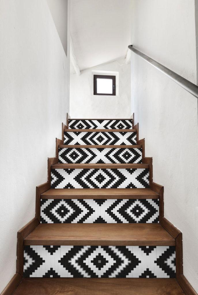 DIY papier peint sur escalier par Interior's