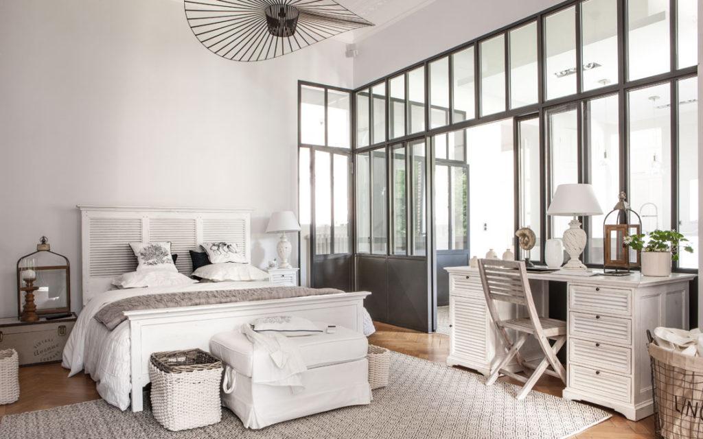 Chambre en bois blanc Vénitiennes par Interior's