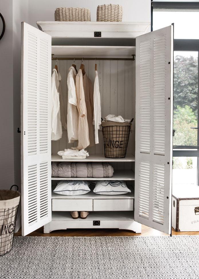 Armoire en bois blanc Vénitiennes par Interior's