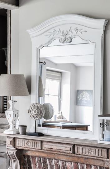 Miroir blanc romantique sculpté