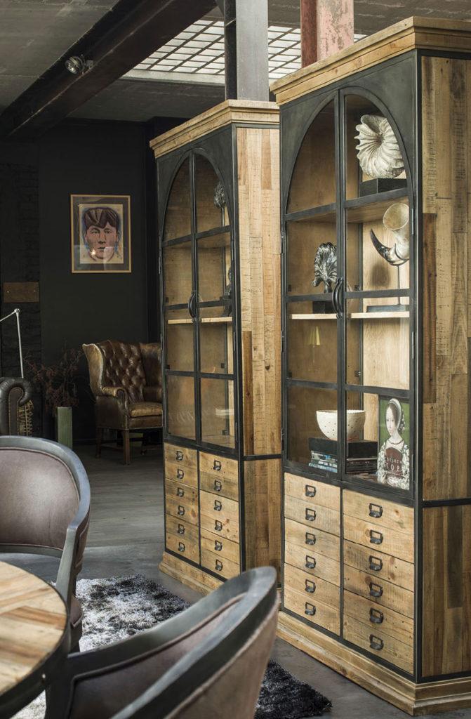 Deux bibliothèques en bois et métal