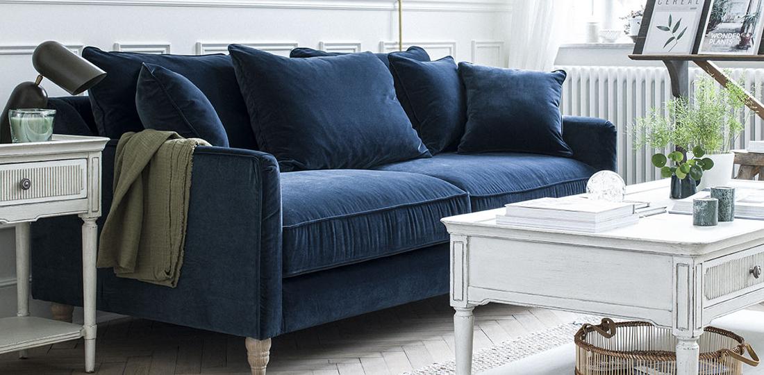 canapé en velours bleu paon