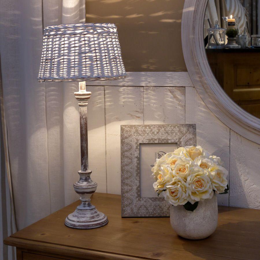 lampe en bois et rotin blanc interior 39 s. Black Bedroom Furniture Sets. Home Design Ideas