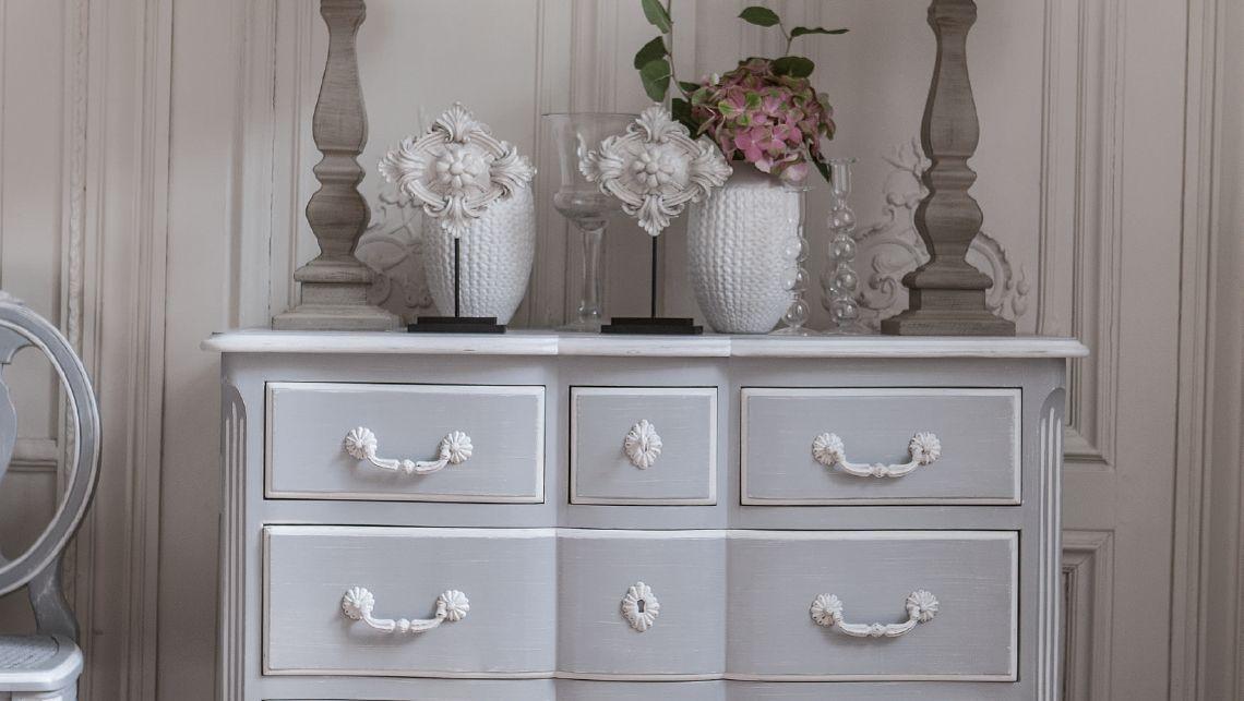 Gustavien collections interior 39 s meubles en bois for Meuble classique chic