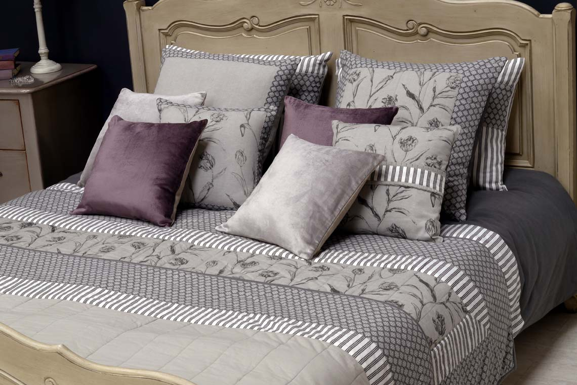 housse de coussin en lin et viscose 40x40 violet. Black Bedroom Furniture Sets. Home Design Ideas