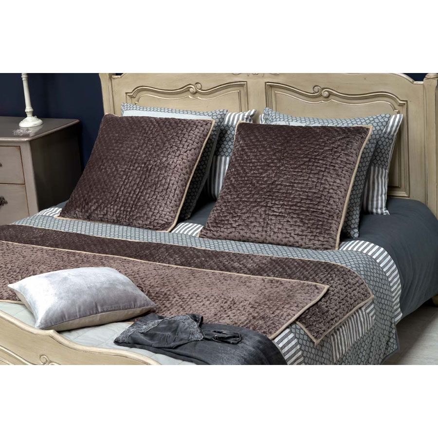chemin de lit en viscose et coton 190x50 marron interior 39 s. Black Bedroom Furniture Sets. Home Design Ideas