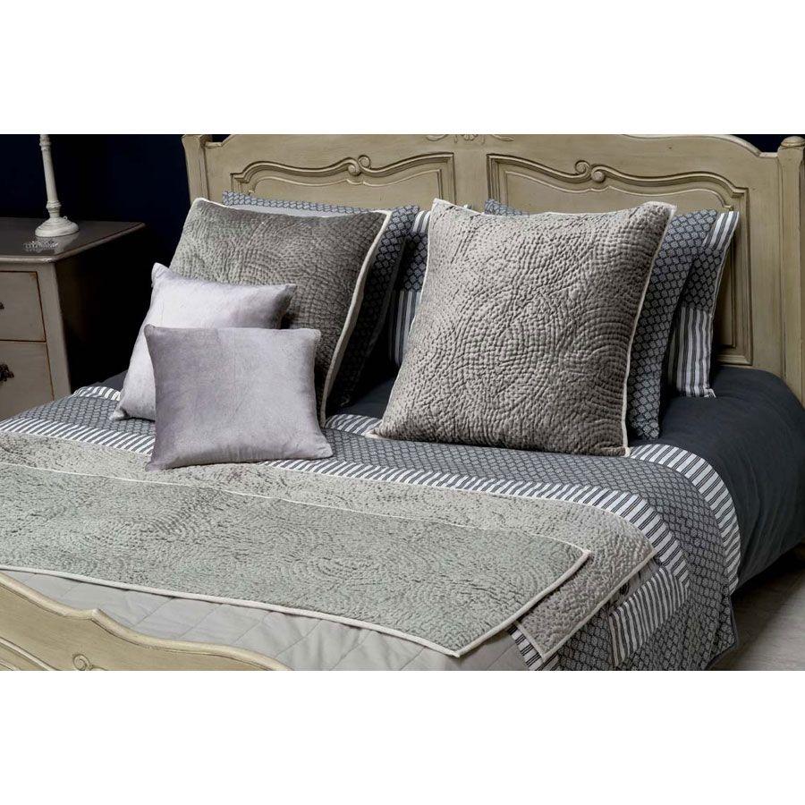 chemin de lit en viscose et coton 170x50 gris interior 39 s. Black Bedroom Furniture Sets. Home Design Ideas