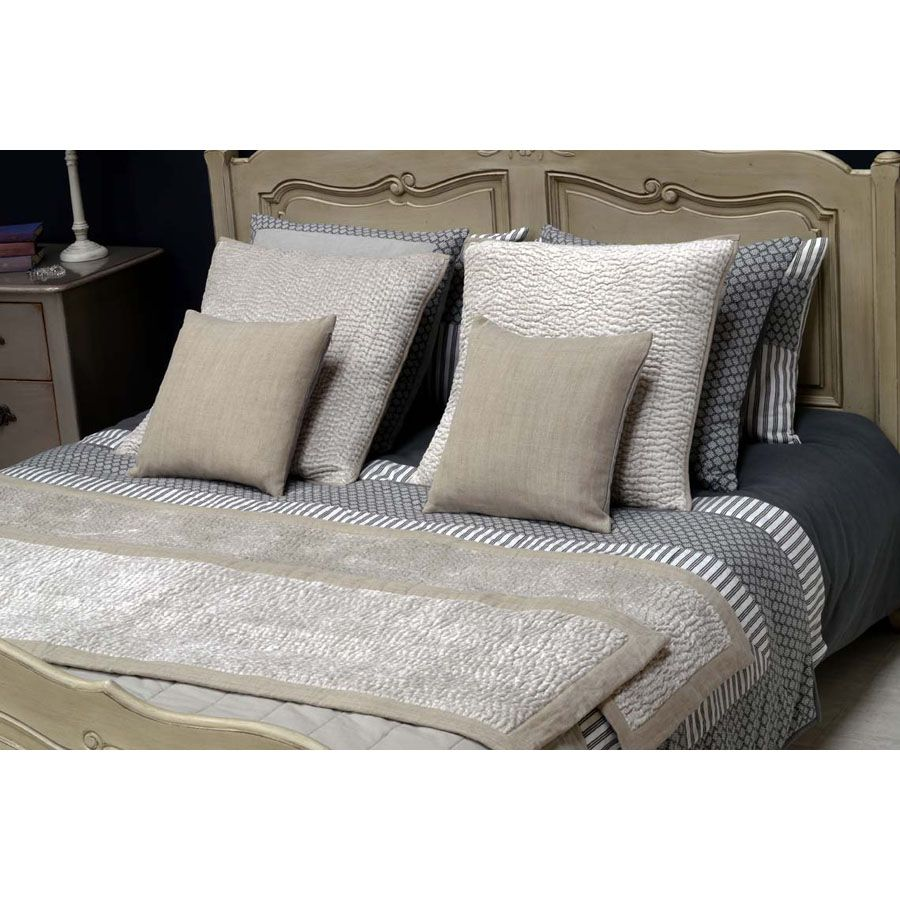 housse de coussin en coton et viscose 60x60 beige. Black Bedroom Furniture Sets. Home Design Ideas