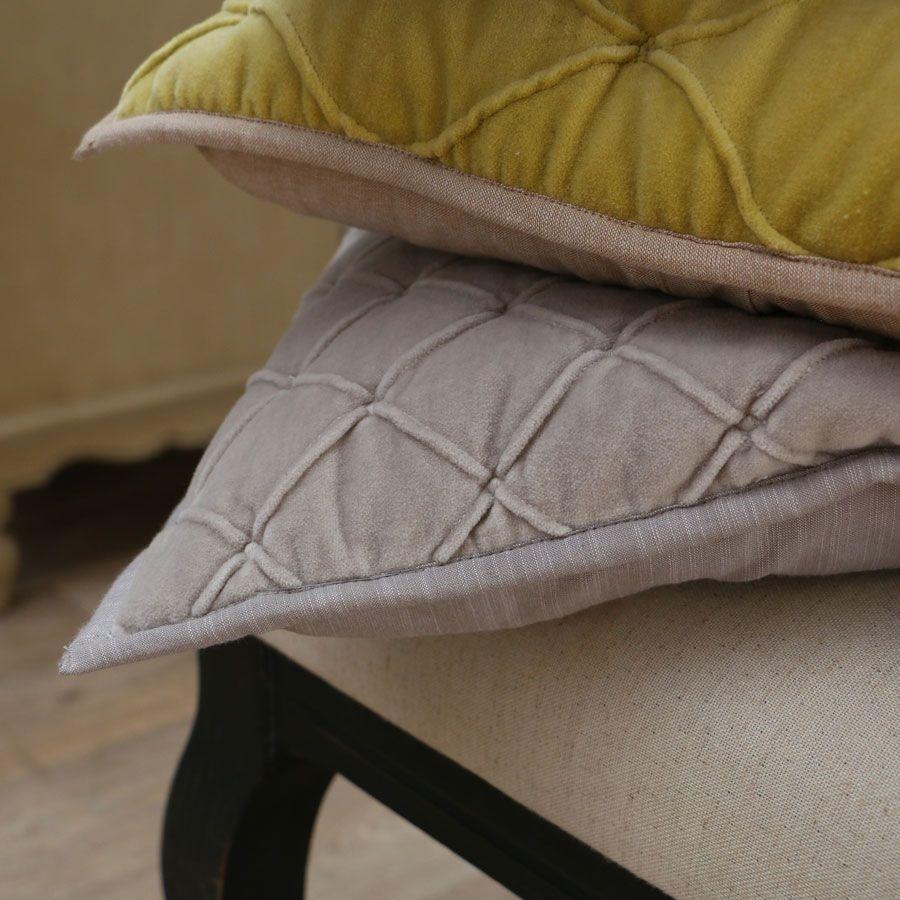 housse de coussin en coton velours 40x40 beige interior 39 s. Black Bedroom Furniture Sets. Home Design Ideas