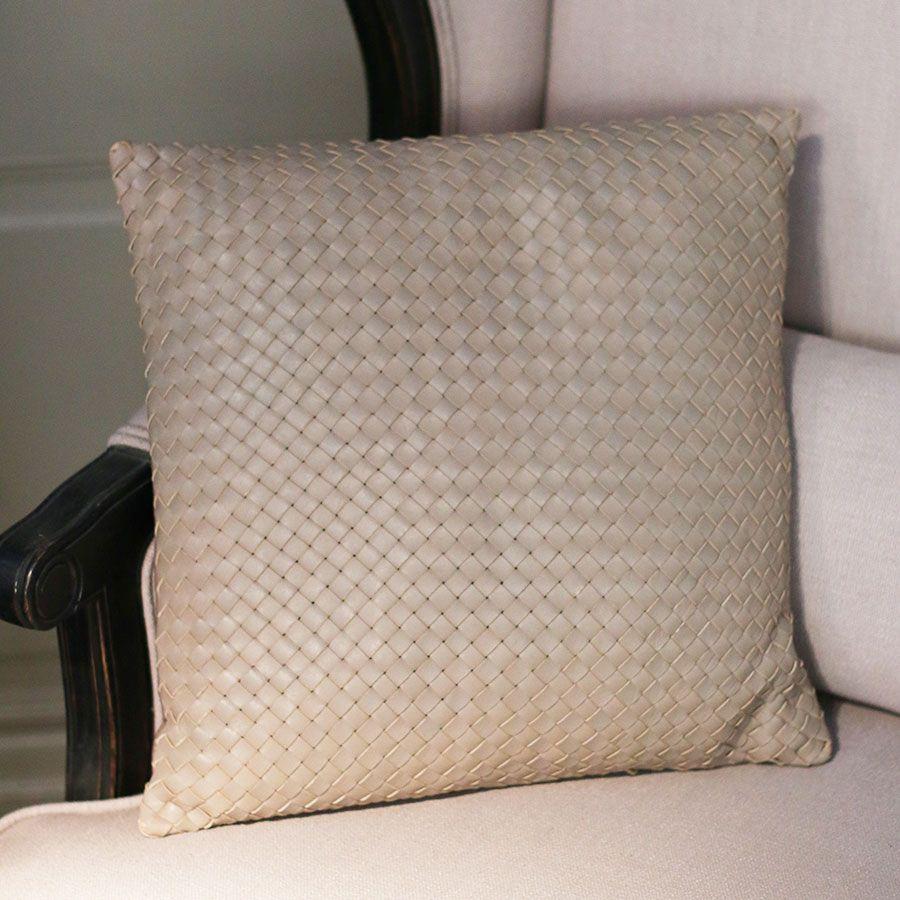 Housse de coussin en cuir 40x40 beige interior 39 s for Housse pour canape en cuir