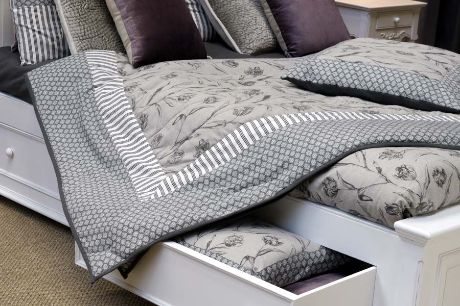 boutis en coton et lin 220x250 gris interior 39 s. Black Bedroom Furniture Sets. Home Design Ideas