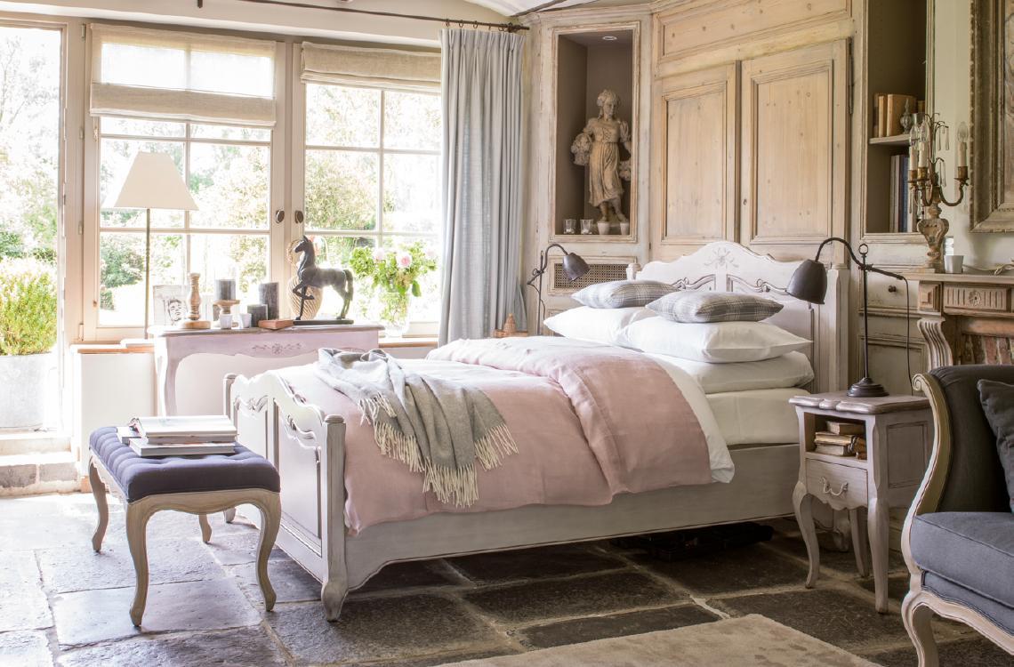 Mobilier style classique charme : collections de meubles patinés