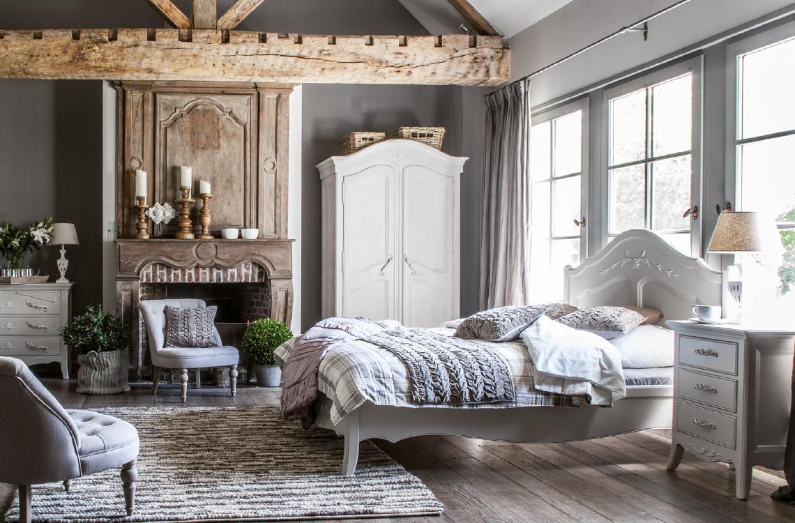 Mobilier style classique charme collections de meubles patin s contemporains interior 39 s for Camere da letto stile provenzale