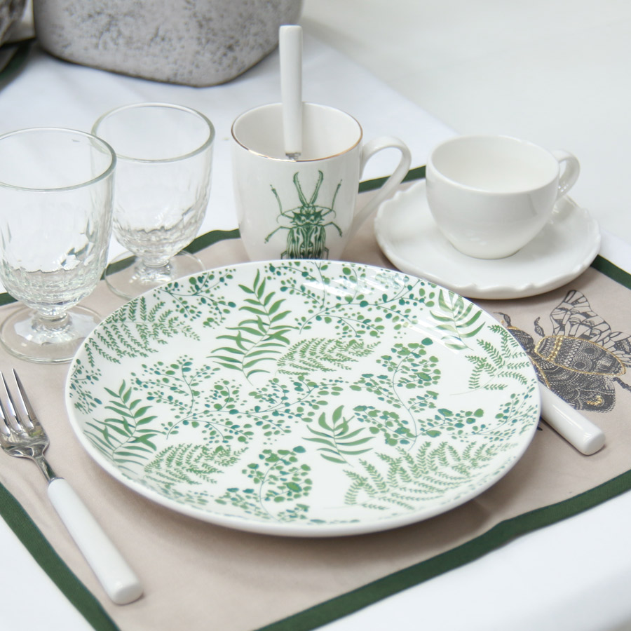 assiettes plates en porcelaine lot de 4 vert interior 39 s. Black Bedroom Furniture Sets. Home Design Ideas